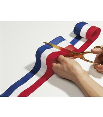 Ciseaux coupant un ruban